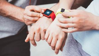¿Qué smartwatch es mejor: Fitbit o Apple Watch?